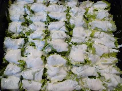 филе трески в листьях салата с майонезом