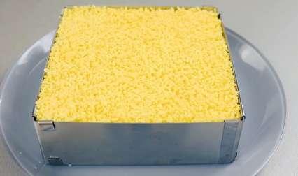 Простой рецепт новогоднего салата -сырный слой