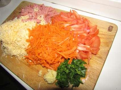 подготовленные продукты для приготовления салата