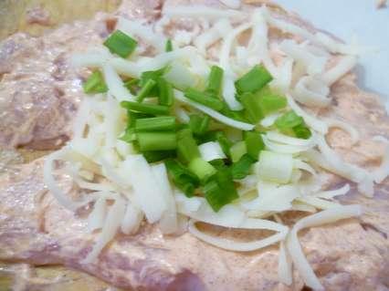 начинка - сыр с зеленым луком