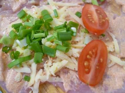 начинка -сыр с помидорами и зеленым луком