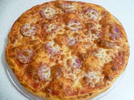 Простые рецепты выпечки на каждый день. Пицца с колбасой
