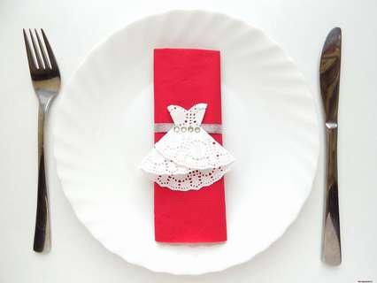 Как сделать украшение для сервировки стола из ажурных салфеток