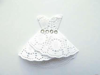 Украшение для сервировки стола. Платье из ажурной салфетки.