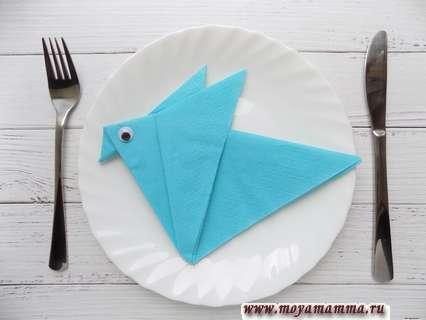Как сложить бумажную салфетку в виде птички