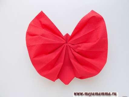 Бабочка из бумажной салфетки. Расправление крылышок.