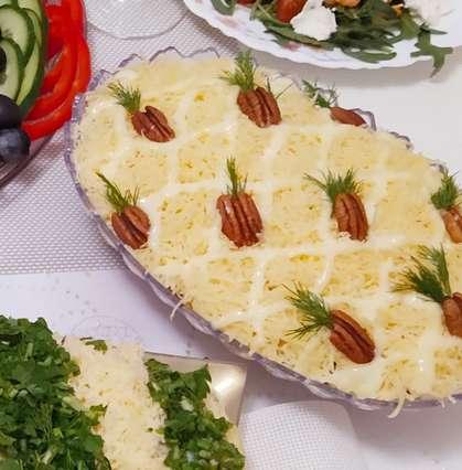салат с ананасами и копченой куриной грудкой