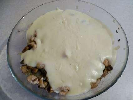 Добавление соуса к ингредиентам жульена