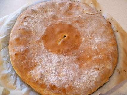 Тонкие дрожжевые пироги. Испеченный тонкий пирог