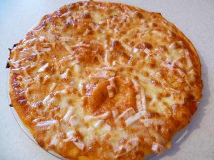 Простой пирог с колбасой и сыром