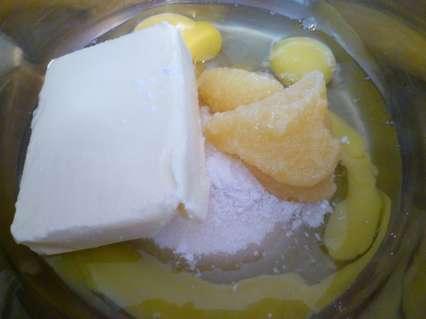 Сливочное масло, яйца, сахар, разрыхлитель, мед