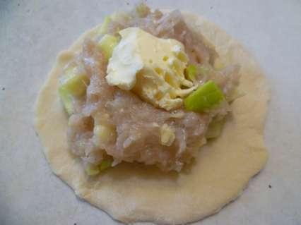 Манты из куриного филе. Добавление кусочка сливочного масла