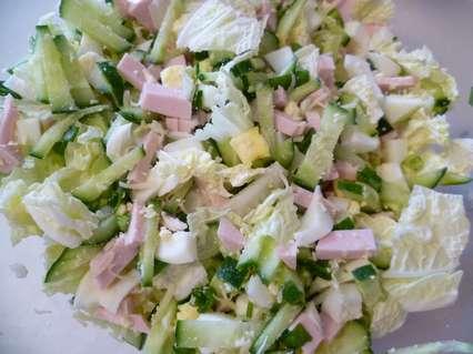 Салат из пекинской капусты и вареной колбасы