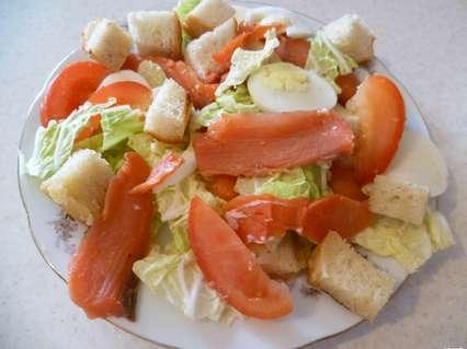 салат цезарь с красной рыбой