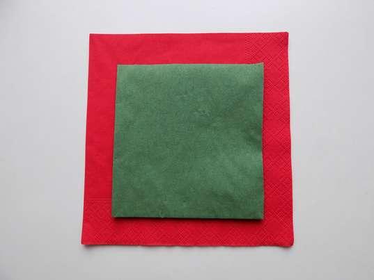 Две салфетки красного и зеленого цветов