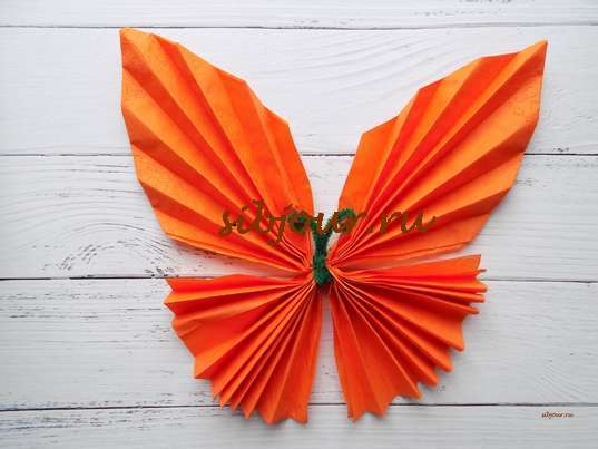 салфетка бабочкой