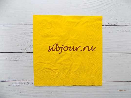 Бумажная салфетка желтого цвета